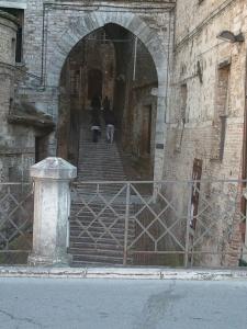 Perugia e le gradinate. Mi hanno detto in tutte le lingue che ci sono anche le scale mobili. Io non le ho viste (però ho girato tanto a vuoto)