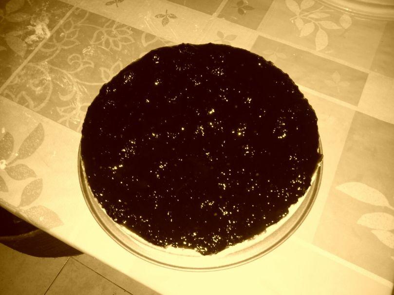 Pseudo foto artistica di una cheesecake alla marmellata di more di gelso. Livello blogger di cucina: you tried! Livello riuscita della torta: ottimo!